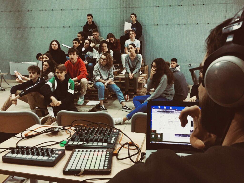 Résidence Cie Le Cri Dévot dans une classe de première à Uzès - janvier 2020 @Le Cri Dévot